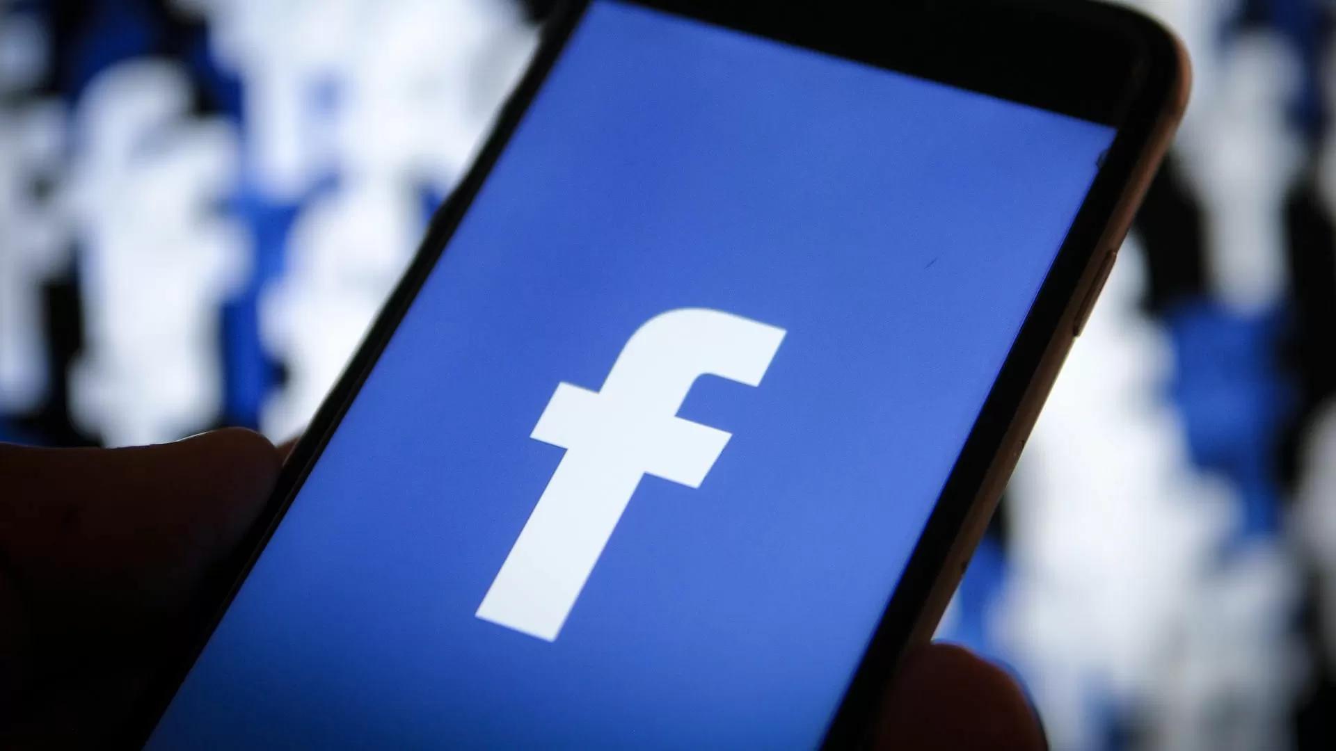 Facebook alla gogna, dopo i problemi tecnici arrivano pesanti accuse